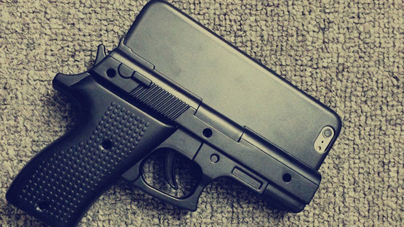 645e64acfbfc2 Americans warned against the purchase of cases for the iPhone in the form  of a pistol