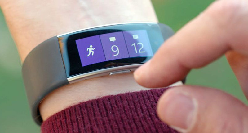 Microsoft gave the bracelet Band 2 features Apple Watch