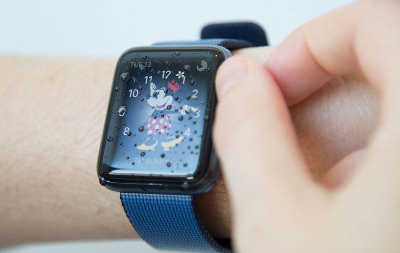 san francisco 82f4a ee147 In Russia will start selling the Apple Watch Series 2 with ...