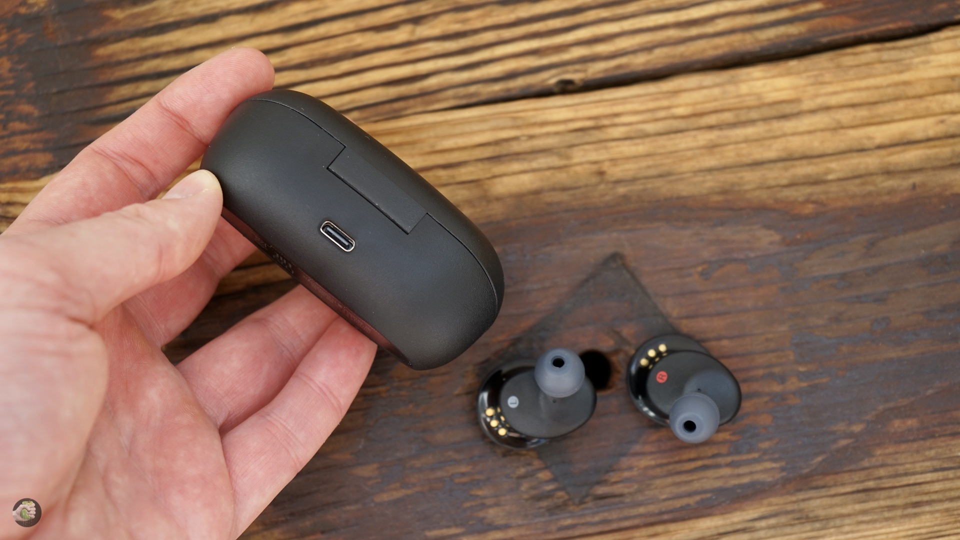 Review of headphones Sony WF-XB700
